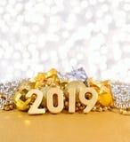 2019-jährige goldene Zahlen auf dem Hintergrund von Weihnachten-decorati Lizenzfreies Stockfoto