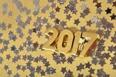 2017-jährige goldene Zahlen und Silbersterne Stockfotografie