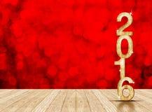 2016-jährige hölzerne Zahl im Perspektivenraum mit rotem funkelndem bok Stockbild