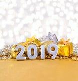 2019-jährige silberne Zahlen auf dem Hintergrund von Weihnachten-decorati Lizenzfreies Stockfoto
