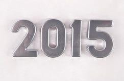 2015-jährige silberne Zahlen auf einem Weiß Lizenzfreie Stockfotos