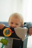 Jähriges Baby in der Krippe Lizenzfreie Stockbilder