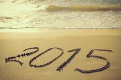 2015-jähriges geschrieben auf sandigen Strand Lizenzfreies Stockfoto