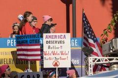 2. jährliches Frauen ` s März - Amerika verdient besser Stockbilder