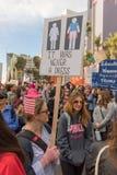 2. jährliches Frauen ` s März - nie über den Marsch DTLA der Hutfrau Stockbild