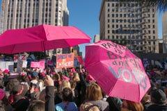 2. jährliches Frauen ` s März - Rückzahlungs-Regenschirme Stockbilder
