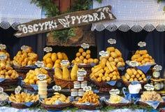 Jährliches Weihnachten angemessen am Hauptmarktplatz Krakau, Polen lizenzfreie stockbilder