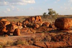 Jäkelmarmor (Karlu Karlu) nordligt territorium, Australien Royaltyfri Bild