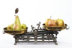 Jämför äpplen till päron Royaltyfria Foton