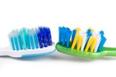 Jämförelse av tandborsten med det runda spetsborstet och konisk bri royaltyfria bilder