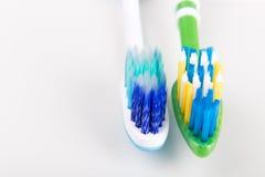 Jämförelse av tandborsten med det runda spetsborstet och konisk bri fotografering för bildbyråer