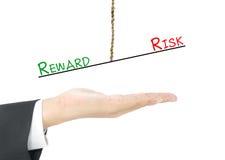 Jämförelse mellan belöning och risken Arkivfoto