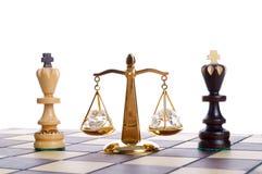 Jämvikt av isolerade schackstycken Fotografering för Bildbyråer