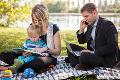 Jämvikt mellan arbete och familjeliv royaltyfria foton