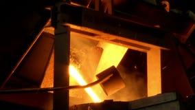 Järn stålsmältning arkivfilmer