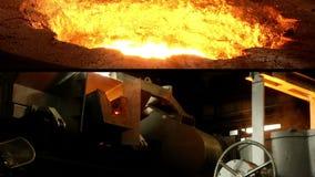 Järn stålsmältningmång--skärm arkivfilmer