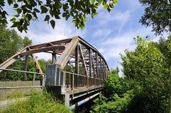Järnbro över den Coquitlam floden, British Columbia Arkivfoton