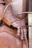 Järnhandske av en medeltida harnesk Royaltyfri Foto