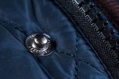Järnknappar för snabba klickar på kläder stänger sig upp royaltyfri foto