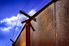 Järnportar i fängelse Arkivbild
