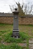 Järnspringbrunnen parkerar utomhus nopeople Arkivbild