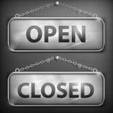 Järntecken som hänger öppet stängt Royaltyfria Bilder