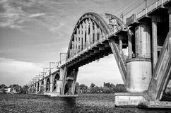 Järnväg överbryggar Arkivfoto