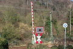 Järnväg barriärer på den jämna korsningen royaltyfri bild