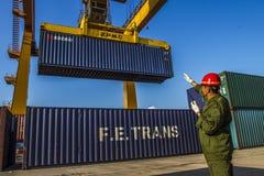 Järnväg faceliftbehållare för kinesisk port Royaltyfria Bilder