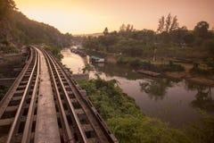 JÄRNVÄG FLOD KWAI FÖR THAILAND KANCHANABURI DÖD Arkivbilder
