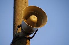 Järnväg högtalare på en kolonn Arkivfoton