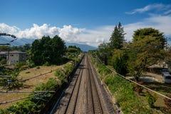 Järnväg i bygd Arkivbild