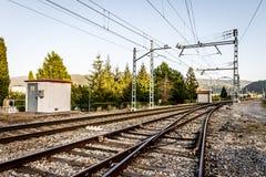 Järnväg i en solig dag Arkivbilder