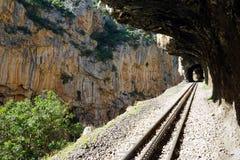 Järnväg i klyftan royaltyfria bilder