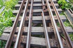 Järnväg i solig dag Arkivfoto
