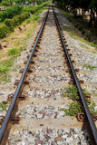 Järnväg i solig dag Arkivfoton