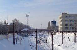 Järnväg i staden arkivbilder