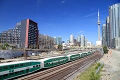 Järnväg i stadens centrum Toronto och drev Royaltyfria Bilder