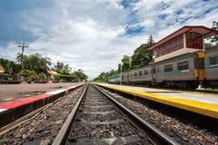 Järnväg i stationen Royaltyfria Foton