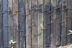 järnväg längsgående stödbjälkevägg för gammalt grovt trä som en texturmodellbakgrund med kopieringsutrymme, grunge fotografering för bildbyråer