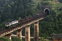 Järnväg landskap, sydvästligt bergområde, Kina Arkivfoton