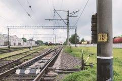 Järnväg linje med dess beståndsdelar, Ukraina Arkivbild