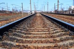 Järnväg med perspektivet, bottensikt royaltyfri foto