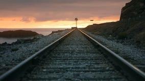 Järnväg nära fjärden stock video