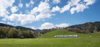 Järnväg near schliersee för bayersk högland royaltyfria foton