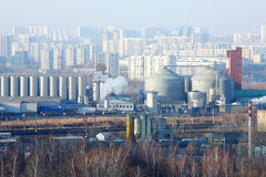Järnväg och industriområde i det Tsaritsyno området Royaltyfri Foto