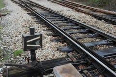 Järnväg på station Arkivbild
