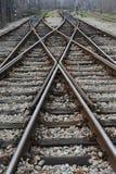 Järnväg på station arkivbilder