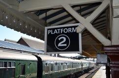 Järnväg plattform. arkivfoton