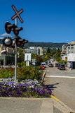 Järnväg semafor i staden fotografering för bildbyråer